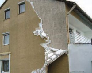 Totalschaden eines WDVS. - © Dr. Heribert Oberhaus