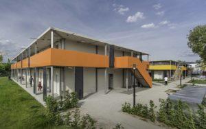 Freundliche und einladende Architektur in Bad Cannstatt: In nur 3 Monaten fertiggestellt in Modulbauweise. - © Firma Kleusberg GmbH & Co. KG