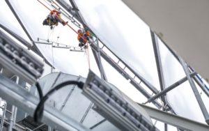 Fassadenkletterer im Einsatz. - © Philips