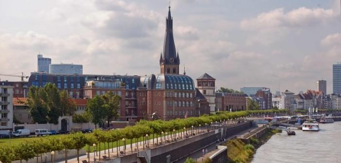 Auf dem Areal des ehemaligen Theresienhospitals bietet die Kameha- Residence Düsseldorf exquisites Wohnen direkt am Rheinufer. - © Otto Wöhr GmbH