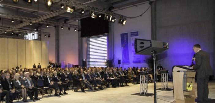 Feierliche Eröffnung der neuen und wohltemperierten Werkshallen. - Foto: © puren