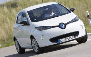 Dank des Smart Charging Prozesses von The Mobility House können Fahrer von den stark schwankenden Börsenstrompreisen profitieren. - © Renault