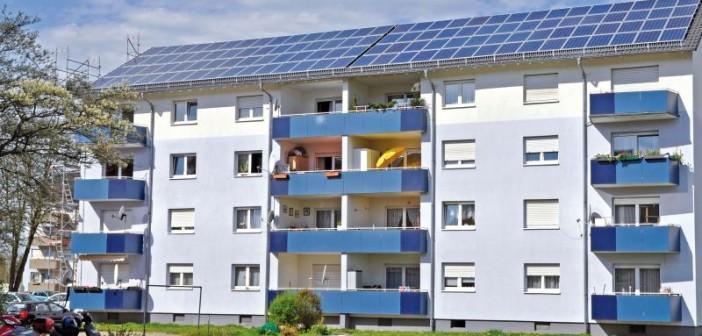 … und nachher. Die Solarmodule werten die Gebäude nicht nur energetisch, sondern auch optisch auf. - Bild: © Baugenossenschaft Familienheim Heidelberg
