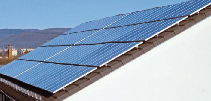 Solarmodule mit insgesamt über 3000 Quadratmetern Fläche erzielen in der Siedlung in Nußloch eine Spitzenleistung von mehr als 400 Kilowattpeak. - Bild: © Baugenossenschaft Familienheim Heidelberg