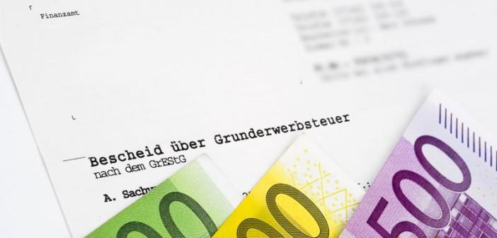 Mehr als die Hälfte der reinen Ländersteuern entfiel 2014 auf die Grunderwerbssteuer – die Steuer führt dabei zu hohen finanziellen Belastungen. - Bild: © Bernd Leitner, Fotolia.de
