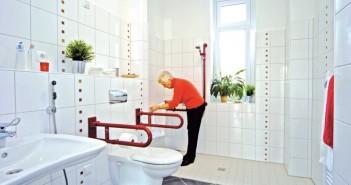 In der Musterwohnung stößt besonders das barrierefreie Bad auf besonderes Interesse bei den Besuchern. - Bild: © Dogewo 21