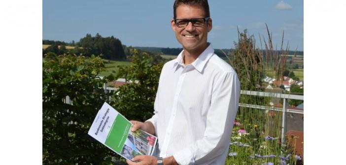 FBB-Präsident Dr. Gunter Mann stellt die Bundesweite Strategie Gebäudegrün vor und bittet um Unterstützung. - Bild © FBB