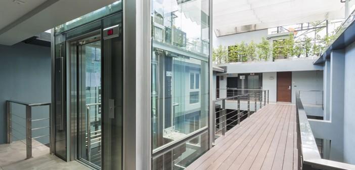 Wertung von Angeboten bei Aufzuganlagen. - Bild: © Atiketta Sangasaeng, Fotolia.de