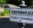Falschparker sind ein ständiges Ärgernis, auch in Wohnungseigentumsanlagen. - Bild: © cowö, Fotolia.de