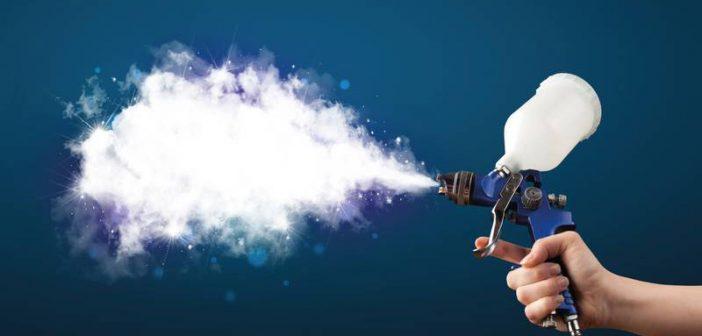 Innovation von Maxit: Die neue IR-Lasur wird auf Innenwände oder Zimmerdecken aufgesprüht und reflektiert dort dank winziger Glasanteile bis zu 25 Prozent der langwelligen Wärmestrahlung in den Raum zurück. - Bild: Franken Maxit / © ra2 studio - Fotolia.com