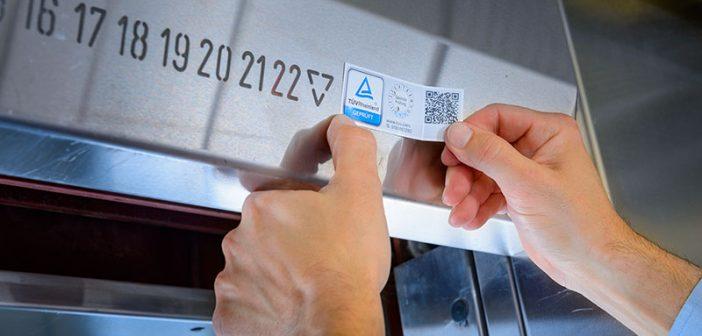Seit dem 1. Juni muss jeder Aufzug in Deutschland sichtbar eine Plakette tragen.