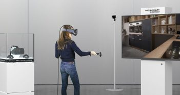 Kompakte Technik, unendliche Möglichkeiten: Das Virtual Reality Showroom-Konzept von Innoactive Digital Realities umfasst alle Bestandteile, die für einen flächendeckenden Einsatz von VR-Technik zur Immobilienpräsentation nötig sind – einschließlich eines Displays für die Zuschauer.