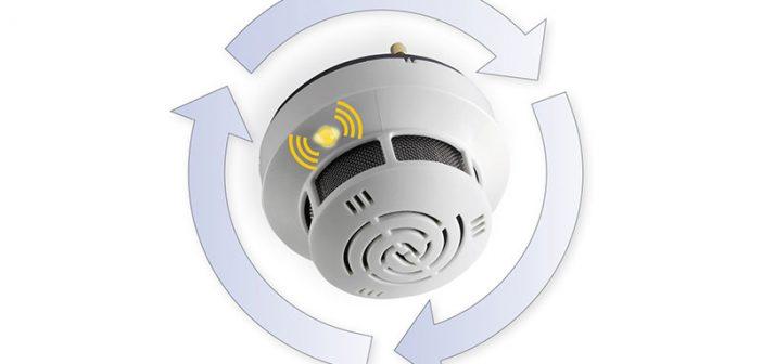 Bei dem ORS 142 von Hekatron signalisiert eine gelb blinkende Zustandsanzeige, dass er verschmutzt ist und gegen den speziellen Austausch-Rauchschalter ORS 142 A ausgetauscht werden sollte.