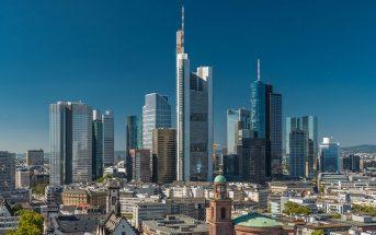 Der Austritt Großbritanniens aus der EU könnte ausländische Investoren in den deutschen Markt treiben - nicht zuletzt ins Bankenviertel von Frankfurt. - Bild: © Dirk Vonten / Fotolia