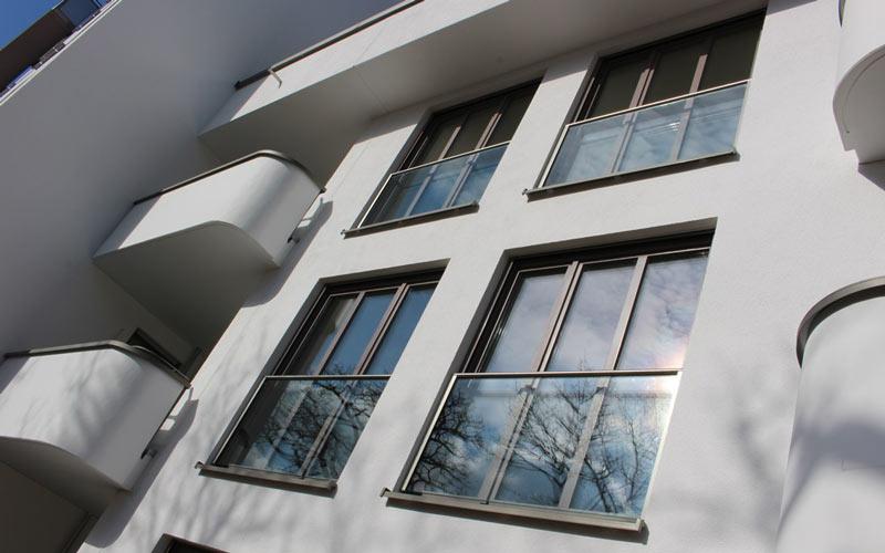rechtliche absicherung f r franz sische balkone aus glas. Black Bedroom Furniture Sets. Home Design Ideas