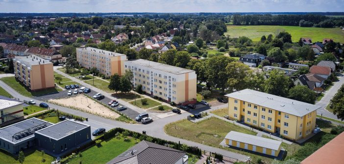 Verwaltungsgebäude, Bildungsbauten und sozialer Wohnungsbau